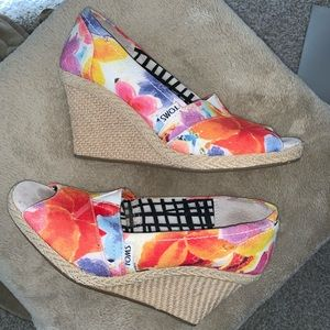 TOMS Oahu Floral Peep Toe Wedge Shoes